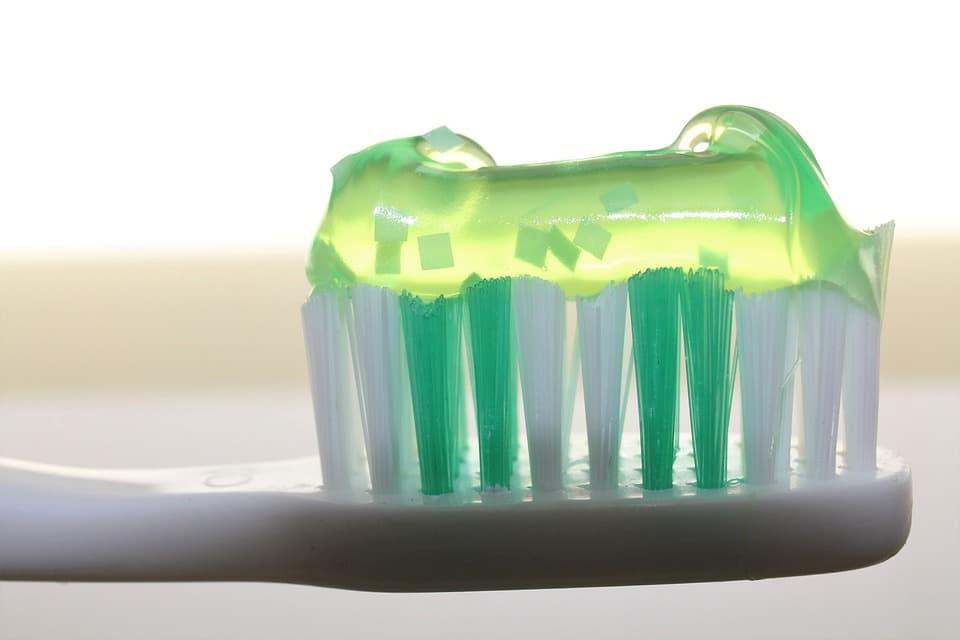 toothbrush-2789792_960_720.jpg